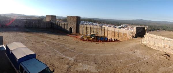 Obras de Arquitectura para adecuación del patio del Castillo de El Real de la Jara.